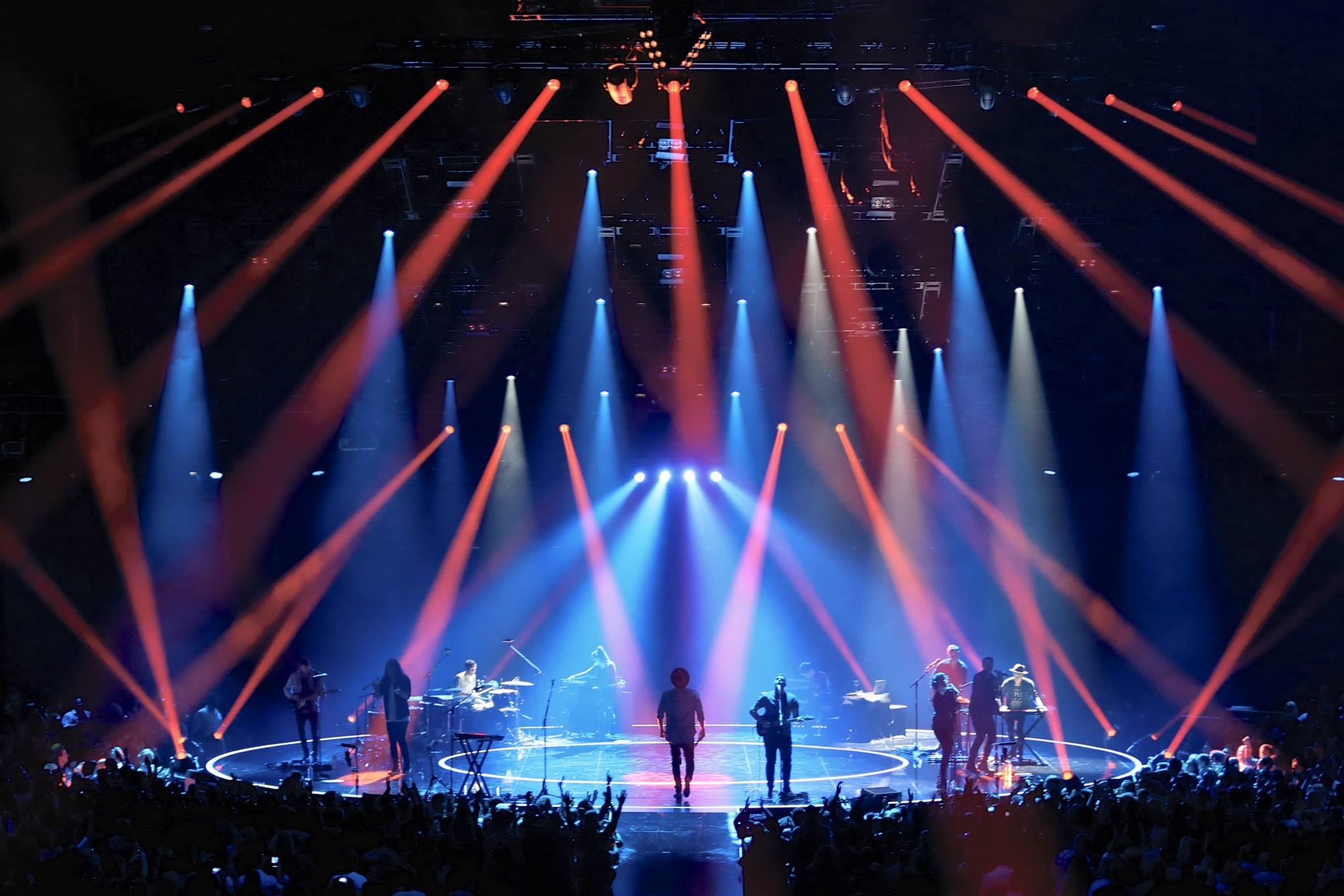 Hillsong united let hope rise la forum u u lighting design